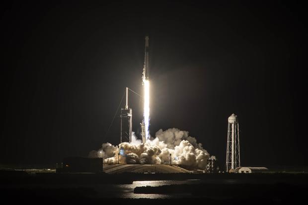 SpaceX launches all-civilian crew on Inspiration4 mission