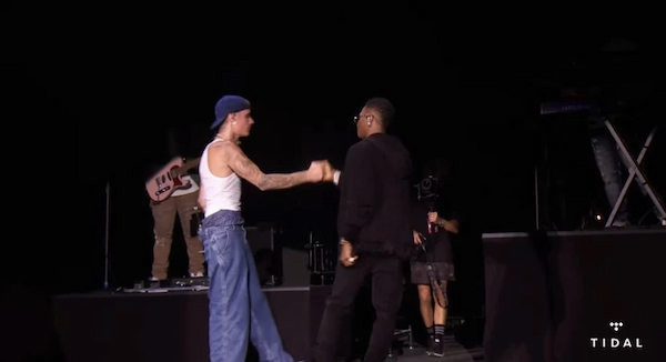 Wizkid performs 'Essence' with Justin Bieber on stage at Made in America
